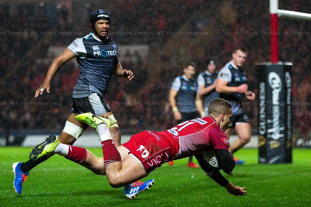 26.12.19 - Scarlets v Ospreys - Guinness PRO14 - Kieran Hardy of Scarlets scores a try.