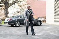 14 NOV 2018, POTSDAM/GERMANY:<br /> Monika Gruetters, CDU, Beauftragte der Bundesregierung für Kultur und Medien, auf dem Weg zur Klausurtagung des Bundeskabinetts, im Hintergrund Ihr Dienstwagen, Hasso Plattner Institut (HPI, Potsdam-Babelsberg<br /> IMAGE: 20181114-01-016<br /> KEYWORDS; Kabinett, Klausur, Tagung, Auto, KFZ, Wagen, Dienstlimousine, Limousine, Monika Grütters
