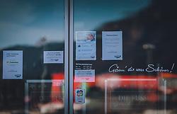 THEMENBILD - geschlossene Geschäfte während des Lockdown, aufgenommen am 18. November 2020, Bruck an der Glocknerstrasse, Österreich // closed shops during the lockdown on 2020/11/18, Bruck an der Glocknerstrasse, Austria. EXPA Pictures © 2020, PhotoCredit: EXPA/ Stefanie Oberhauser