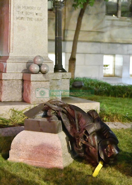 August 14, 2017 - Durham, North Carolina, U.S. - Protesters bring down confederate ''The Boys Who Wore The Gray'' statue in front of the old Courthouse in downtown Durham. (Credit Image: © Fabian Radulescu via ZUMA Wire)
