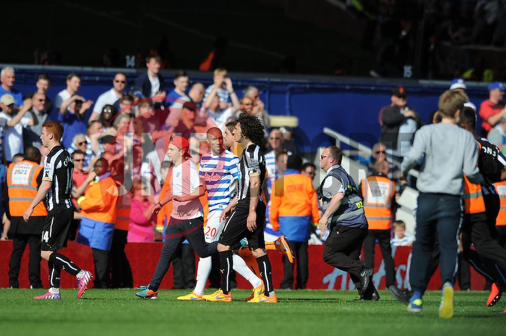 QPR fans invade the pitch at full time - Photo mandatory by-line: Dougie Allward/JMP - Mobile: 07966 386802 - 16/05/2015 - SPORT - football - London - Loftus Road - QPR v Newcastle United - Barclays Premier League