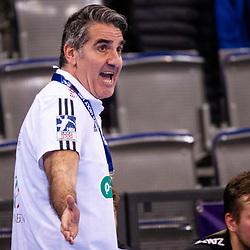 Antonio Carlos Ortega (Trainer TSV Hannover-Burgdorf  - DIE RECKEN) ; Fabian Boehm (TSV Hannover-Burgdorf  - DIE RECKEN #20) ; 1. Handball Bundesliga: TVB Stuttgart - TSV Hannover-Burgdorf am 14.11.2020 in Stuttgart (PORSCHE Arena), Baden-Wuerttemberg beim Spiel in der Handball Bundesliga, TVB 1898 Stuttgart - TSV Hannover-Burgdorf.<br /> <br /> Foto © PIX-Sportfotos *** Foto ist honorarpflichtig! *** Auf Anfrage in hoeherer Qualitaet/Aufloesung. Belegexemplar erbeten. Veroeffentlichung ausschliesslich fuer journalistisch-publizistische Zwecke. For editorial use only.