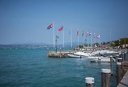 THEMENBILD - Ansicht des Hafens mit verschiedenen Flaggen , aufgenommen am 28. Juli 2018, Sirmione, Italien // View of the harbor with different flagsr on 2018/07/28, Sirmione, Italy. EXPA Pictures © 2018, PhotoCredit: EXPA/ Stefanie Oberhauser