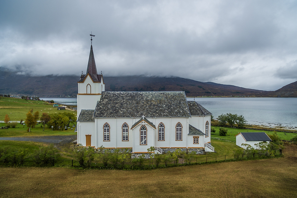 Tjeldsund kirke er en langkirke fra 1863 i Tjeldsund kommune, Nordland fylke. Kirka ligger på Kjerkneset ved Hol. Den er i tømmer og har 420 plasser.