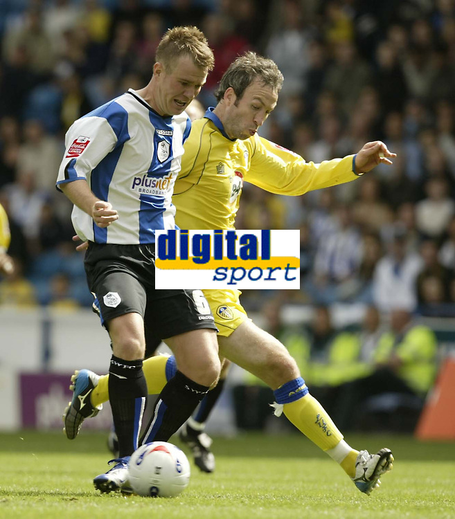 Photo: Aidan Ellis.<br /> Sheffield Wednesday v Leeds United. Coca Cola Championship. 27/08/2006.<br /> Wednesday's Glenn Whelan battles with Leeds Shaun Derry