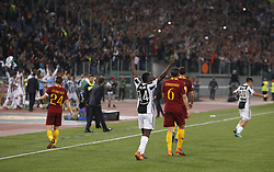 May 13, 2018 - Rome, Italy - Juventus players at the end of their Serie A soccer match against Roma at the Olympic stadium. Juventus drawed 0-0 against Roma to win its seventh consecutive Scudetto (Credit Image: © Riccardo De Luca/Pacific Press via ZUMA Wire)
