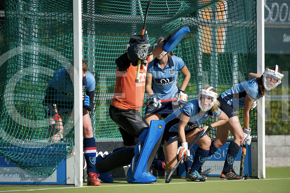 NIJMEGEN - Nijmegen-Pinoke dames.<br /> Hoofdklasse dames<br /> Foto: Strafcorner defensie ( blauw shirt).<br /> FFU PRESS AGENCY COPYRIGHT FRANK UIJLENBROEK