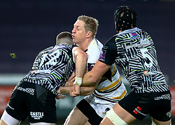 Scott Van Breda of Worcester Warriors under pressure from Scott Williams of Ospreys<br /> <br /> Photographer Simon King/Replay Images<br /> <br /> European Rugby Challenge Cup Round 5 - Ospreys v Worcester Warriors - Saturday 12th January 2019 - Liberty Stadium - Swansea<br /> <br /> World Copyright © Replay Images . All rights reserved. info@replayimages.co.uk - http://replayimages.co.uk