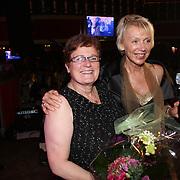 NLD/Uitgeest/20080116 - Uitreiking Popularitiets award Noord Holland 2008, Yvonne Hoebe en Carla Geels