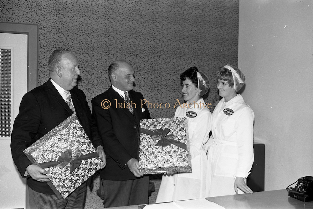 17/04/1963<br /> 04/17/1963<br /> 17 April 1963<br /> Lord Mayor of Birmingham visits Fry-Cadbury factory, Colock, Malahide Road, Dublin. Image shows The Lord Mayor of Dublin, Alderman J.J. O'Keeffe, (left) and the Lord Mayor Of Birmingham, the R.t.Hon. Ernest Horton being presented with boxes of choclates by Maura Moore and Mary Lawlor during their tour of the factory.