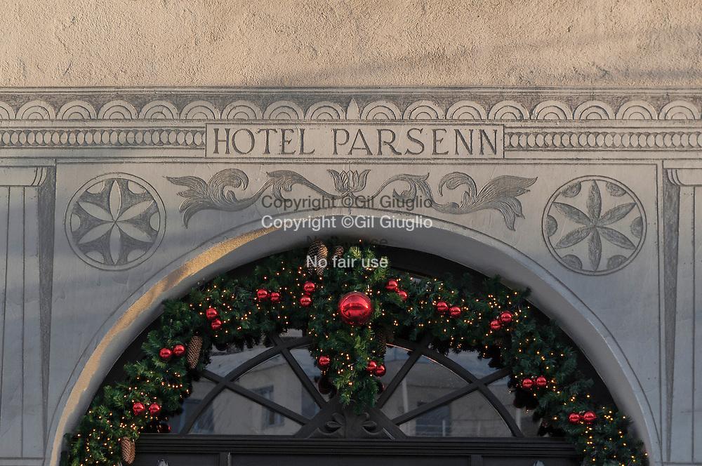 Suisse, canton des Grisons, ville de Davos, entrée hôtel Parsenn sur rue principale // Switzerland, canton of Grisons, city of Davos, main entrance of Parsenn hotel