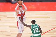 DESCRIZIONE : Milano NBA Global Games EA7 Olimpia Milano - Boston Celtics<br /> GIOCATORE : Robbie Hummel<br /> CATEGORIA : Passaggio<br /> SQUADRA :  Olimpia EA7 Emporio Armani Milano<br /> EVENTO : NBA Global Games 2016 <br /> GARA : NBA Global Games EA7 Olimpia Milano - Boston Celtics<br /> DATA : 06/10/2015 <br /> SPORT : Pallacanestro <br /> AUTORE : Agenzia Ciamillo-Castoria/IvanMancini<br /> Galleria : NBA Global Games 2016 Fotonotizia : NBA Global Games EA7 Olimpia Milano - Boston Celtics