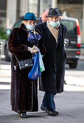 © Licensed to London News Pictures. 16/03/2020. London, UK. An elderly couple in masks and latex cloves do a bit of shopping in Victoria Street, Westminster as Government ministers warn that the over 70s could face self-isolation for weeks as the Coronavirus disease pandemic continues . Photo credit: Alex Lentati/LNP