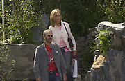 Ringo Starr and his wife Barbara Bach in the 4head garden.  Chelsea Flower show, 25 May 2004. ONE TIME USE ONLY - DO NOT ARCHIVE  © Copyright Photograph by Dafydd Jones 66 Stockwell Park Rd. London SW9 0DA Tel 020 7733 0108 www.dafjones.com