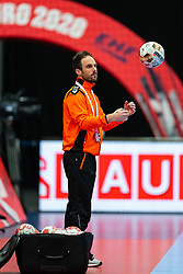 Coach Emmanuel Mayonnade of Netherlands before the Women's EHF Euro 2020 match between Croatia and Netherlands at Sydbank Arena on december 06, 2020 in Kolding, Denmark (Photo by RHF Agency/Ronald Hoogendoorn)
