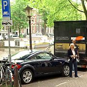 NLD/Amsterdam/20060531 - Presentatie CD Box Ramses Shaffy, auto Willeke Alberti geparkeerd bij laad en los haven
