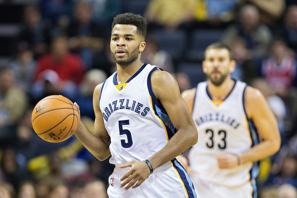 MEMPHIS, TN - NOVEMBER 25:  Andrew Harrison #5 of the Memphis Grizzlies dribbles down the court against the Miami Heat at the FedExForum on November 25, 2016 in Memphis, Tennessee.  The Heat defeated the Grizzlies 90-81.  NOTE TO USER: User expressly acknowledges and agrees that, by downloading and or using this photograph, User is consenting to the terms and conditions of the Getty Images License Agreement.  (Photo by Wesley Hitt/Getty Images) *** Local Caption *** Andrew Harrison