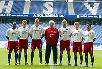 Fotball<br /> Tyskland 2004/05<br /> Pressekonferanse Hamburger SV<br /> 29. juni 2004<br /> Foto: Digitalsport<br /> NORWAY ONLY<br /> Fra venstre: Emile Mpenza, Christian Rahn, Daniel Van Buyten, Trainer Klaus Toppmöller, Sergej Barbarez, Benjamin Lauth, Mehdi Mahdavikia