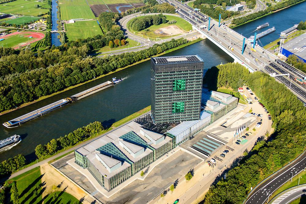 Nederland, Utrecht, Utrecht, 30-09-2015; Westraven, hoofdkantoor van Rijkswaterstaat, gelegen aan het Amsterdam-Rijnkanaal, naar ontwerp van architectenbureau Cepezed. In het kantoorgebouw zijn gevestigd de Bouwdienst (ingenieursbureau), de Regionale Dienst Utrecht (Dienstkring), verschillende programmadirecties en het LEF future center (studiecentrum, informatiecentrum). <br /> Westraven, the headquarters of Rijkswaterstaat, located on the Amsterdam-Rhine Canal. Architectural design of CEPEZED. The office building houses the Building Service (Engineering Deaprtment), the Regional Service Utrecht and the LEF future center (study center, information center).<br /> <br /> luchtfoto (toeslag op standard tarieven);<br /> aerial photo (additional fee required);<br /> copyright foto/photo Siebe Swart