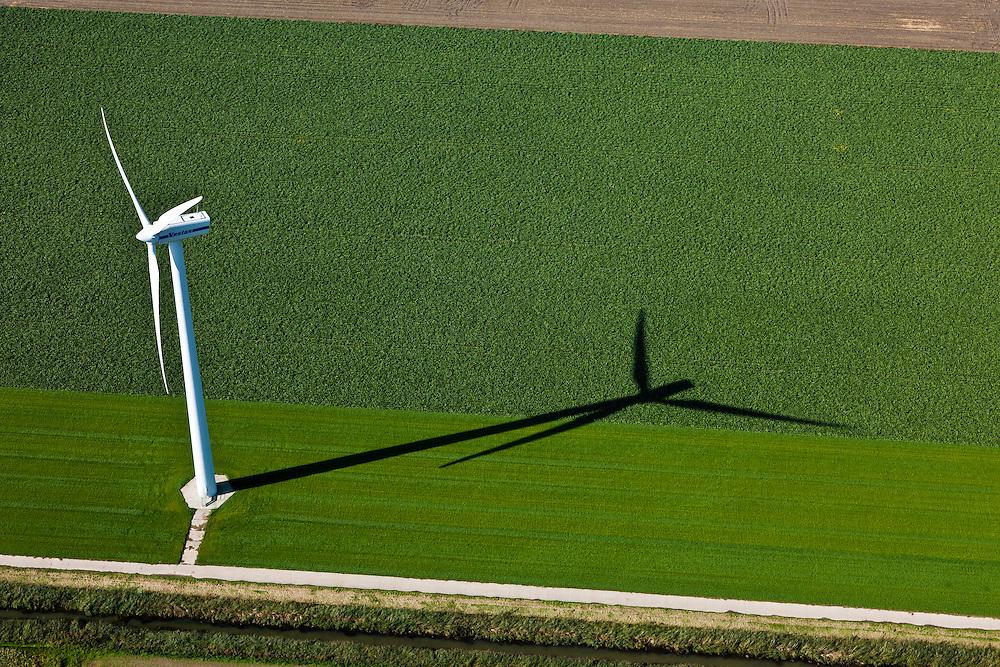 Nederland, Oostelijk Flevoland, Gemeente Dronten, 03-10-2010; Omgeving Biddinghuizen, .windmolen en akker, windmolenpark. Windmill and fields, wind farm..luchtfoto (toeslag), aerial photo (additional fee required).foto/photo Siebe Swart