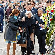 NLD/Amsterdam/20160504 - Nationale Dodenherdenking 2016 Dam Amsterdam, Sandra Reemer en haar moeder