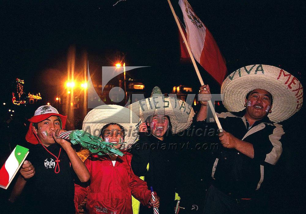 Toluca, Méx.- Celebración del día de Independencia de México en la plaza de los Martires de la ciudad de Toluca. Agencia MVT / Mario Vázquez de la Torre.