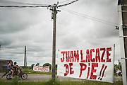 20170218/ Javier Calvelo - adhocFOTOS/ URUGUAY/ COLONIA - JUAN LACAZE/ Juan Lacaze es una ciudad del departamento de Colonia, Uruguay a 150 km. de Montevideo y 49 de Colonia. La principal fuente laboral que seguía funcionando para los lacazinos era Fanapel (Fábrica Nacional de Papel) una sociedad anónima fundada en 1898. El 23 de diciembre de 2016 los trabajadores de Fanapel fueron todos al seguro de paro y autoridades de Fanapel comunicaron en febrero a los trabajadores, 260 personas empleados directos de Fanapel y 40 personas de 3 empresas tercerizadas que hacían el trabajo de portería logística y electricidad, que la fabrica no reabriría. <br /> En la foto:  Entrada a la Ciudad de Juan Lacaze, Colonia. Foto: Javier Calvelo/ adhocFOTOS