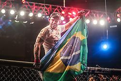 Santiago Ponzinibbio comemora vitória sobre Sean Strickland no card principal do UFC Porto Alegre, na arena Gigantinho. FOTO: Jefferson Bernardes/ Inovafoto FOTO: Jefferson Bernardes/ Agência Preview