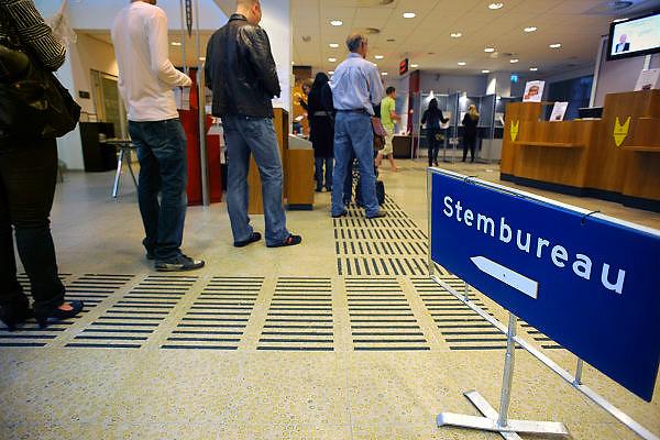 Nederland, Nijmegen, 9-6-2010Verkiezingen voor de tweede kamer. Het stembureau.Netherlands, general elections.Foto: Flip Franssen/Hollandse Hoogte