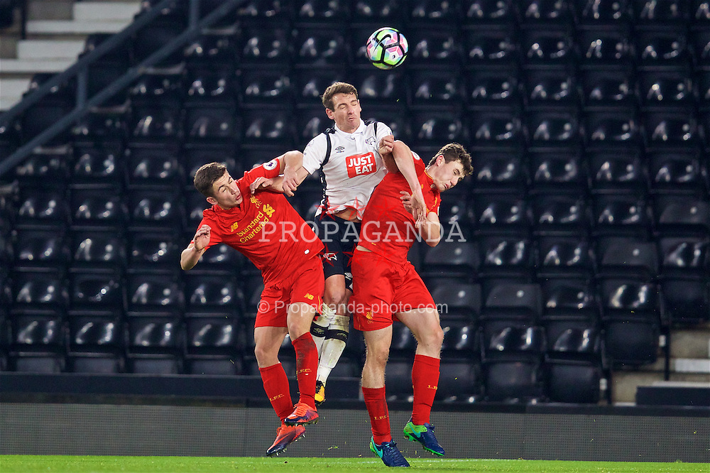 DERBY, ENGLAND - Monday, November 28, 2016: Liverpool's Cameron Brannagan and Matthew Virtue challenge Derby County's Craig Bryson during the FA Premier League 2 Under-23 match at Pride Park. (Pic by David Rawcliffe/Propaganda)