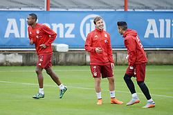 21.05.2015, Saebener Strasse, Muenchen, GER, 1. FBL, Training FC Bayern Muenchen, im Bild vl. David Alaba ( FC Bayern Muenchen ), Mario Goetze ( FC Bayern Muenchen ) und Thiago Alcantara ( FC Bayern Muenchen ) // during a Trainingssession of German Bundesliga Club FC Bayern Munich at the Saebener Strasse in Muenchen, Germany on 2015/05/21. EXPA Pictures © 2015, PhotoCredit: EXPA/ Eibner-Pressefoto/ Vallejos<br /> <br /> *****ATTENTION - OUT of GER*****
