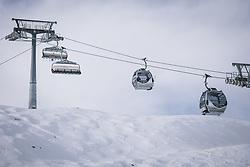 THEMENBILD - Sessellift der Kapruner Gletscherbahnen am Skigebiet Kitzsteinhorn, aufgenommen am 21. Oktober 2020 in Kaprun, Österreich // Chair lift of the Kaprun glacier lifts at the Kitzsteinhorn ski resort, Kaprun, Austria on 2020/10/21. EXPA Pictures © 2020, PhotoCredit: EXPA/ JFK