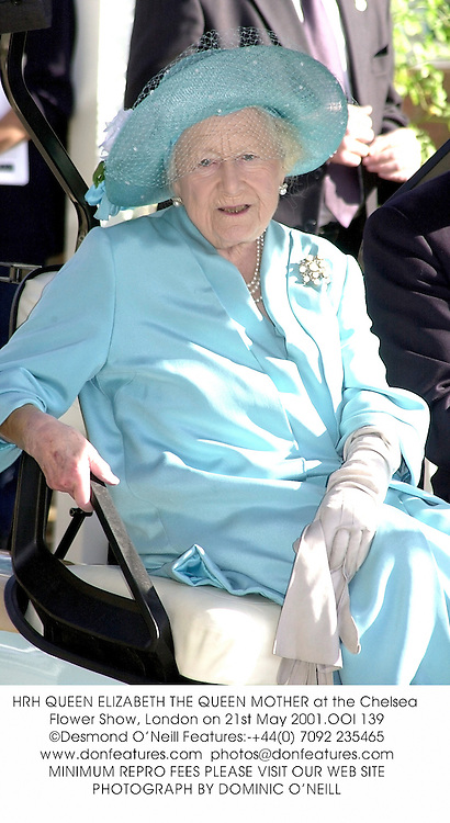 HRH QUEEN ELIZABETH THE QUEEN MOTHER at the Chelsea Flower Show, London on 21st May 2001.OOI 139