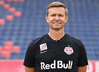 Download von www.picturedesk.com am 16.08.2019 (13:56). <br /> ABD0106_20190717 - SALZBURG - ÖSTERREICH: Cheftrainer Jesse Marsch beim Mannschafts-Fototermin mit dem tipico Bundesliga Fussball Verein FC Red Bull Salzburg am Mittwoch, 17. Juli 2019, in Salzburg. - FOTO: APA/BARBARA GINDL  _ - 20190717_PD2018