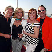 Beachclub Vroeger bestaat 1 jaar, Astrid Engels en partner Karel Boonzaayer en Viola Holt en partner Peter