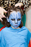 Young girl of 7 dresses up as Neytiri (a Na'vi) from the 2009 Avatar film .