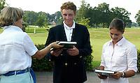 AMBT-DELDEN - Winnaars Marjet van der Graaff (r)  en Jan Willem Hoof. NK Matchplay golf op de Twentsche GC. COPYRIGHT KOEN SUYK