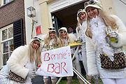 Nederland, Wijchen, 10-2-2013Carnavalsoptocht in Wijchen, ofwel Urnengat. Parodie op drinkgedrag Bonnie St. Clair.Foto: Flip Franssen/Hollandse Hoogte