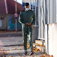 03.11.2020, Trainingsgelaende am wohninvest WESERSTADION -  , Bremen, GER, 1.FBL, Werder Bremen Training<br /> <br /> Ankunft der Spieler am Dienstag morgen zum Corona Test und Trainingsauftakt der Woche mit CORONA Alltagsmasken (Mund-Nasen-Bedeckung)<br /> <br /> Davie Selke  (SV Werder Bremen #09)<br /> <br /> Foto © nordphoto / Kokenge