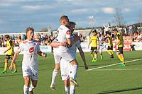 Fotball, NM 2.runde ,  <br /> 24.05.17<br /> Nammo Stadion<br /> Raufoss v Sogndal  0-2<br /> Foto : Dagfinn Limoseth , Digitalsport<br /> <br /> Ulrik Tillung Fredriksen og Taijo Teniste gratulerer Espen Næss Lund , Sogndal