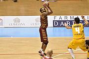 DESCRIZIONE : Torino Lega A 2015-16  Manital Auxilium Torino vs Umana Reyer Venezia<br /> GIOCATORE : Phil Goss<br /> CATEGORIA : tre punti ritardo sequenza<br /> SQUADRA : Umana Reyer Venezia<br /> EVENTO : Campionato Lega A 2015-2016<br /> GARA : Manital Auxilium Torino vs Umana Reyer Venezia<br /> DATA : 18/10/2015<br /> SPORT : Pallacanestro <br /> AUTORE : Agenzia Ciamillo-Castoria/GiulioCiamillo<br /> Galleria : Lega Basket A 2015-2016  <br /> Fotonotizia : Torino  Lega A 2015-16 Manital Auxilium Torino vs Umana Reyer Venezia<br /> Predefinita :