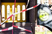 SARS and Stripes - Public Art mit Flatterband in Zeiten von Corona.<br /> Hamburg, 17. April 2020