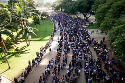 March 26, 2019 - Sao Paulo, Brazil - A job-seeking crowd forms a huge queue in the Anhangabaú Valley in central Sao Paulo on Tuesday morning. The candidates participate in the Mutirão de Emprego, promoted by the Secretariat of Economic Development and Labor of the City of São Paulo and by the Trade Union of Commerce. More than 6,000 jobs are offered for various segments, such as telemarketing, cashier, clerk and store clerk. According to the UGT's balance sheet, about 15 thousand people are queuing this morning. (Credit Image: © Aloisio Mauricio/Fotoarena via ZUMA Press)
