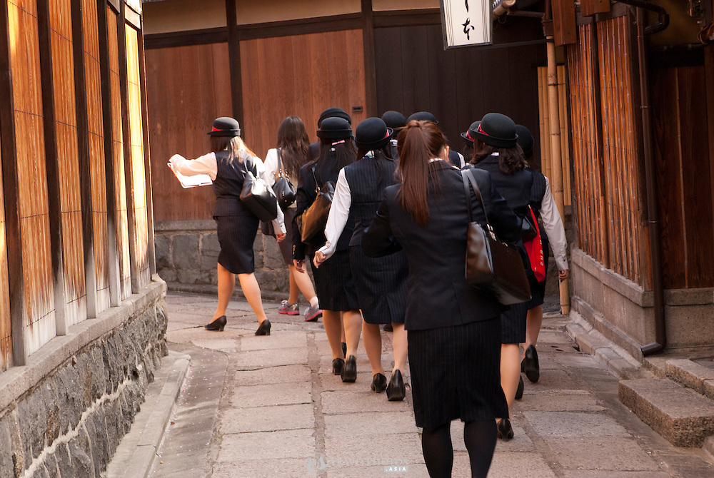 Trainee tour guides at Gion, Kyoto.