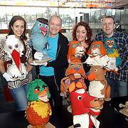 NLD/Hilversum/20070305 - Fotoshoot poppen de Fabeltjeskrant Musical, Nienke Dijkstra, Arie Cupe, Sabine beers en Florus van Rooijen met enkele poppen