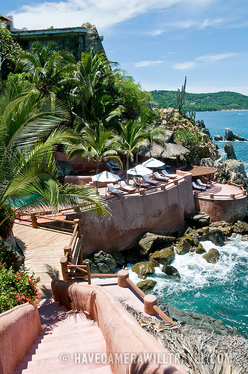 La Casa Que Canta, a luxury resort on the waterfront at Zihuatanejo, Mexico
