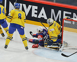 11.05.2013, Globe Arena, Stockholm, SWE, IIHF, Eishockey WM, Schweden vs Slowenien, im Bild Slovenia (Slovenien) 24 Rok Ticar i knä på Sverige Sweden 1 Goalkeeper Jhonas Enroth // during the IIHF Icehockey World Championship Game between Sweden and Slovenia at the Ericsson Globe, Stockholm, Sweden on 2013/05/11. EXPA Pictures © 2013, PhotoCredit: EXPA/ PicAgency Skycam/ Simone Syversson..***** ATTENTION - OUT OF SWE *****