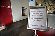 Nederland, Monster, 12-3-2020  In de hal van een bedrijfin de glastuinbouw staat bij de receptie een bord met de vraag om handen te wassen met water en zeep en te ontsmetten voor verder te gaan . Foto: Flip Franssen
