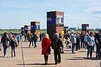 """DEU, Deutschland, Germany, Berlin, 12.05.2019: Fest der Luftbrücke auf dem Flughafen Tempelhof anlässlich des 70. Jahrestags des Endes der sowjetischen Blockade von West-Berlin. Hier die """"Allee der Alliierten""""."""