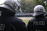 Fuusball: 2. Bundesliga, FC St. Pauli - Hamburger SV 2:0, Hamburg, 16.09.2019<br /> Fanmarsch der HSV-Fans<br /> © Torsten Helmke